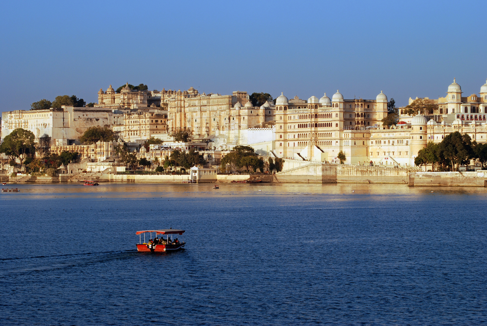 Boat cruise on Lake Pichola,Udaipur